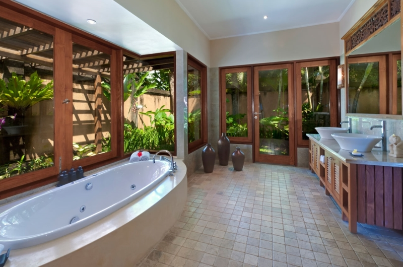 His and Hers Bathroom with Bathtub - Villa Asmara - Seseh, Bali
