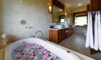 Bathroom with Bathtub - Villa Asmara - Seseh, Bali