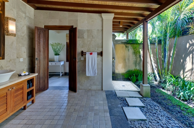 Semi Open Bathroom - Villa Asmara - Seseh, Bali
