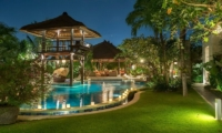 Gardens and Pool - Villa Asta - Batubelig, Bali