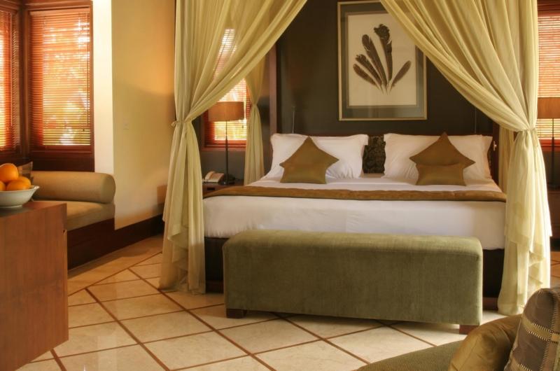 Bedroom with Seating Area - Villa Asta - Batubelig, Bali
