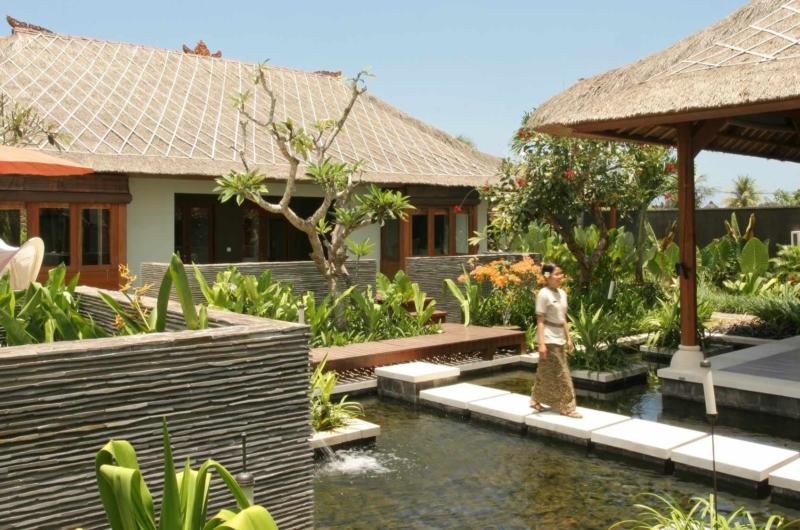 Pathway - Villa Asta - Batubelig, Bali