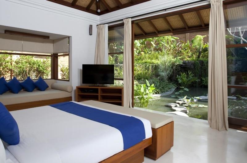 Bedroom with Sofa and TV - Villa Atacaya - Seseh, Bali