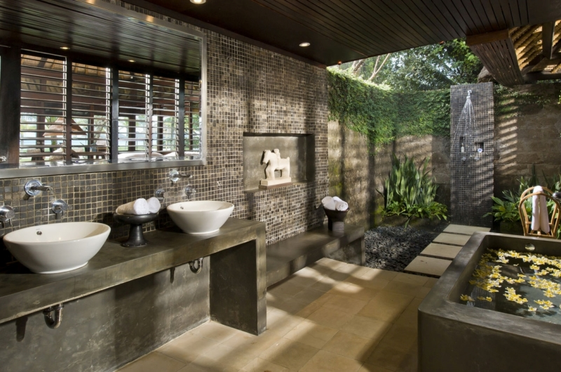 Spacious His and Hers Bathroom - Villa Atas Ombak - Batubelig, Bali
