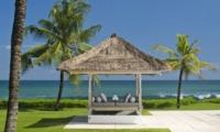 Pool Bale - Villa Atas Ombak - Batubelig, Bali