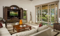 Lounge Area with TV - Villa Atas Ombak - Batubelig, Bali