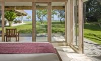Bedroom with View - Villa Atas Ombak - Batubelig, Bali