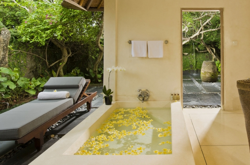 Sun Bed - Villa Atas Ombak - Batubelig, Bali