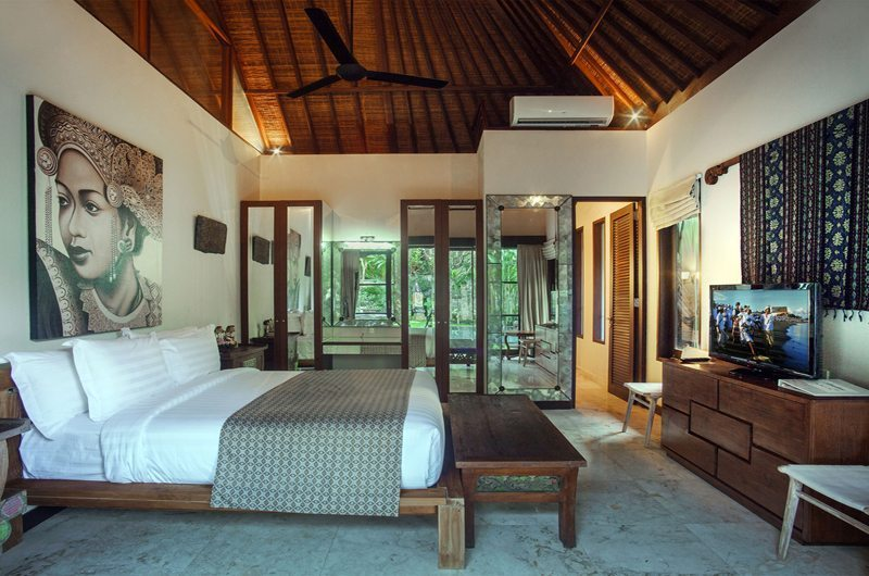 Spacious Bedroom with TV - Villa Avalon Bali - Canggu, Bali