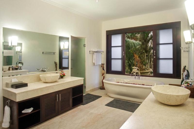Bathroom with Bathtub - Villa Avalon Bali - Canggu, Bali