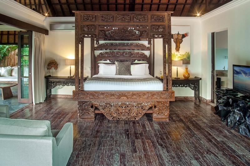 Bedroom with Wooden Floor and TV - Villa Avalon Bali - Canggu, Bali