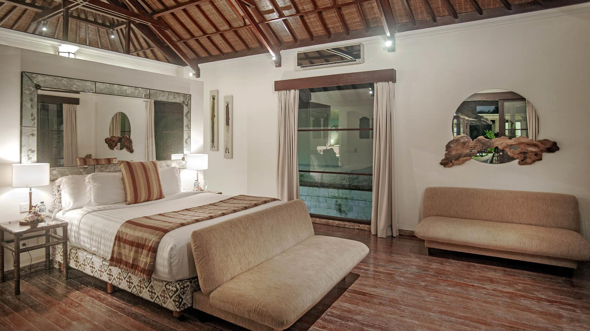 Bedroom with Sofa - Villa Avalon Bali - Canggu, Bali