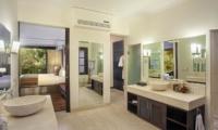 Bedroom and En-Suite Bathroom - Villa Avalon Bali - Canggu, Bali