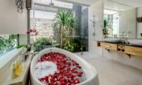 Bathtub with Rose Petals - Villa Bamboo Aramanis - Seminyak, Bali