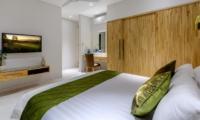Bedroom with TV - Villa Bamboo Aramanis - Seminyak, Bali