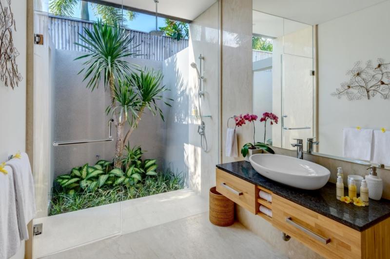 Semi Open Bathroom - Villa Bamboo Aramanis - Seminyak, Bali