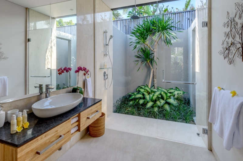 Semi Open Bathroom with Mirror - Villa Bamboo Aramanis - Seminyak, Bali