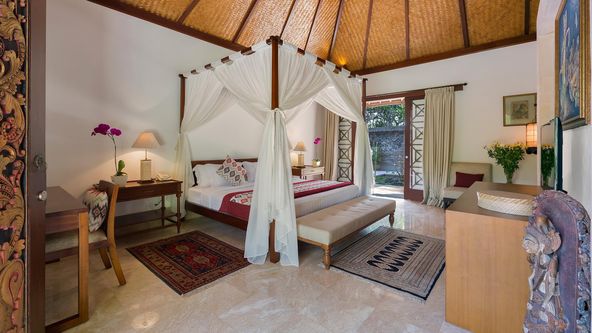 Bedroom with Four Poster Bed - Villa Batujimbar - Sanur, Bali