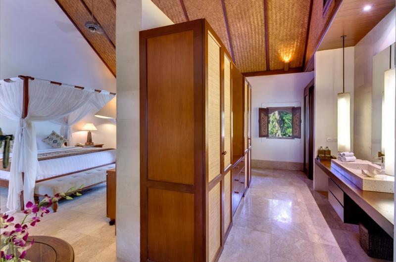 Bedroom and En-Suite Bathroom - Villa Batujimbar - Sanur, Bali