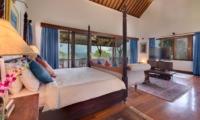 Spacious Bedroom with Wooden Floor - Villa Batujimbar - Sanur, Bali