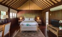 Bedroom with TV and Wooden Floor - Villa Batujimbar - Sanur, Bali