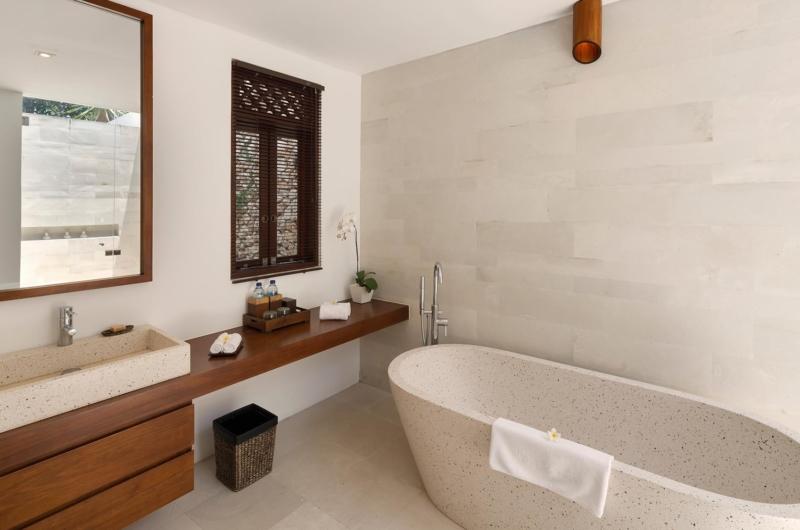 Bathroom with Bathtub - Villa Batujimbar - Sanur, Bali