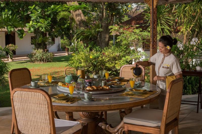 Outdoor Dining with Staff - Villa Batujimbar - Sanur, Bali