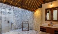 Semi Open Bathroom - Villa Bayu - Uluwatu, Bali