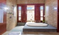 En-Suite Bathtub - Villa Bayu Gita - Sanur, Bali