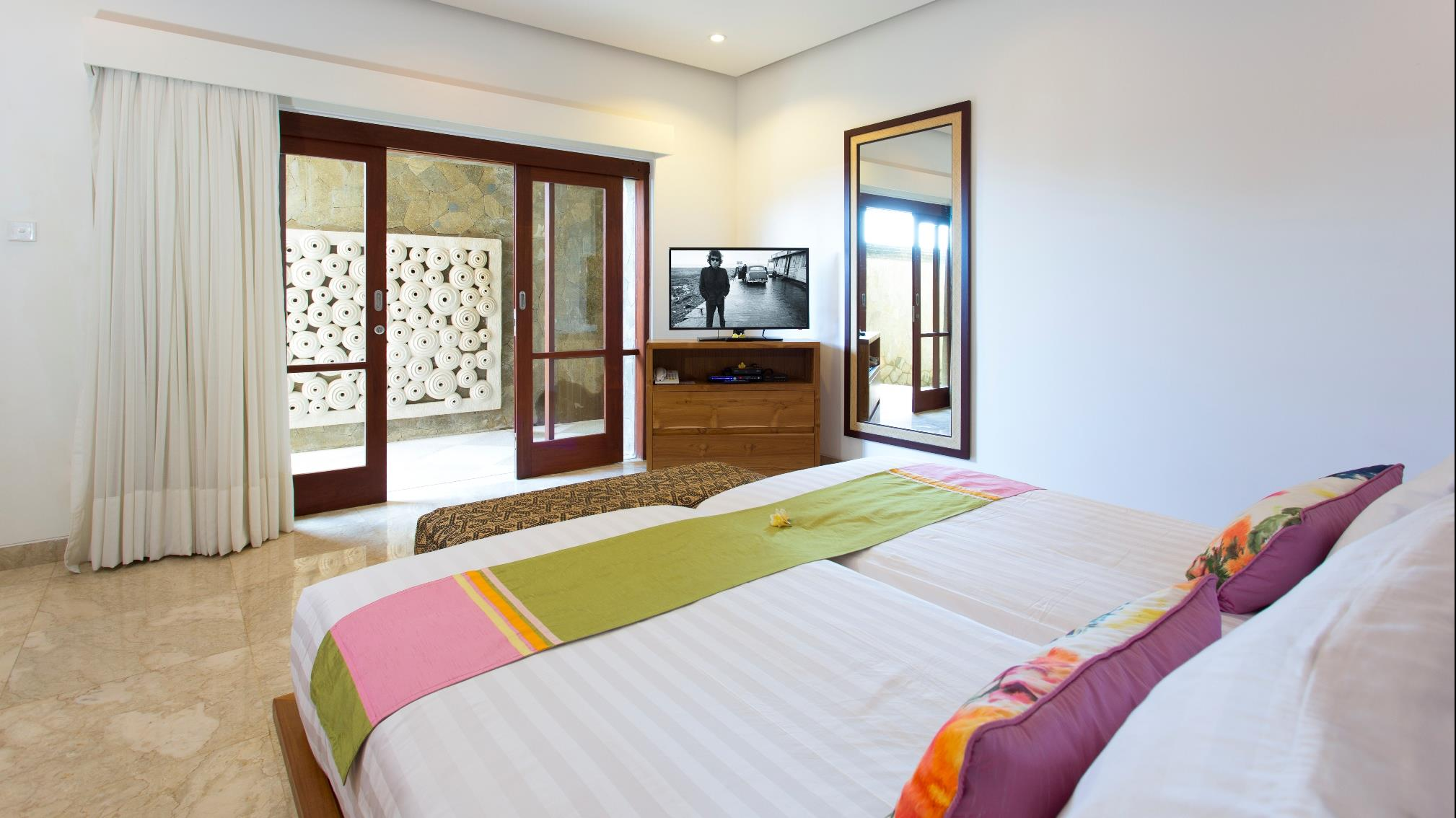 Twin Bedroom with TV - Villa Bayu Gita - Sanur, Bali