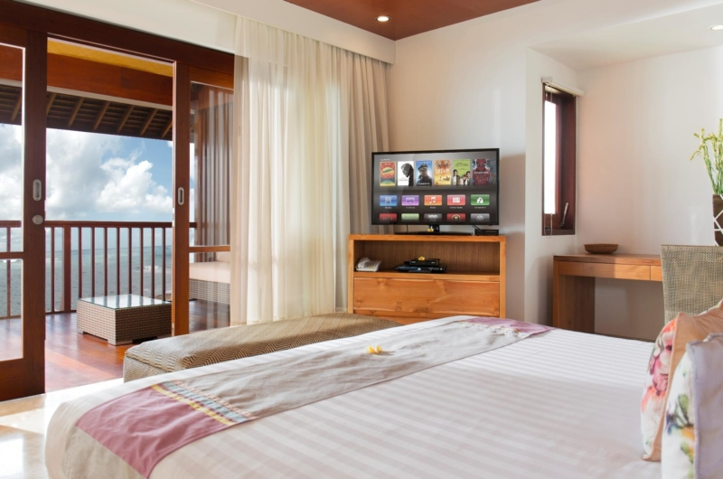 Bedroom with TV and Balcony - Villa Bayu Gita - Sanur, Bali