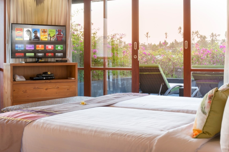 Bedroom with Twin Beds and TV - Villa Bayu Gita - Sanur, Bali