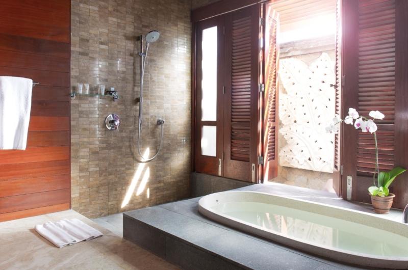 Bathroom with Shower and Bathtub - Villa Bayu Gita - Sanur, Bali