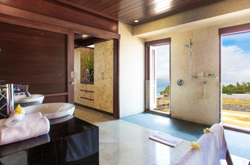 En-Suite His and Hers Bathroom - Villa Bayu Gita - Sanur, Bali