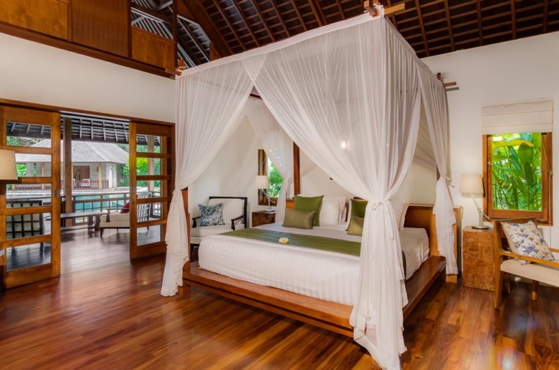 Bedroom with Wooden Floor - Villa Beji - Canggu, Bali