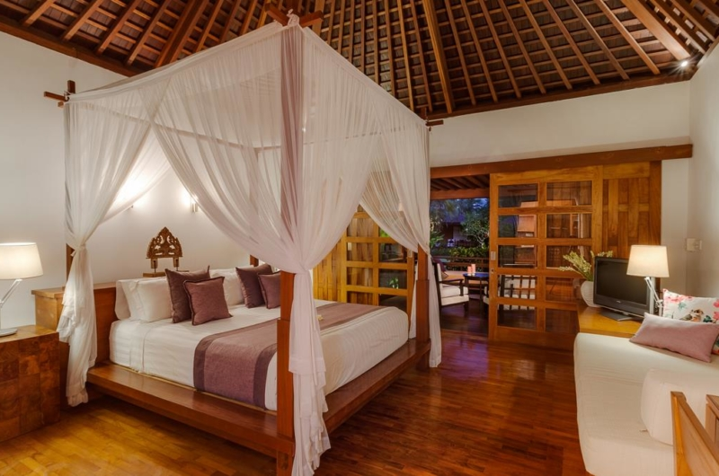 Bedroom with TV - Villa Beji - Canggu, Bali