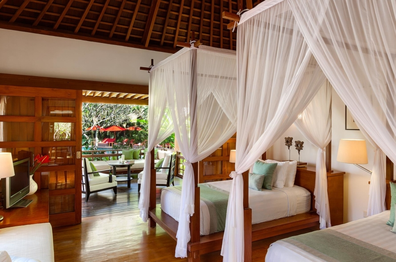 Twin Bedroom and Balcony - Villa Beji - Canggu, Bali