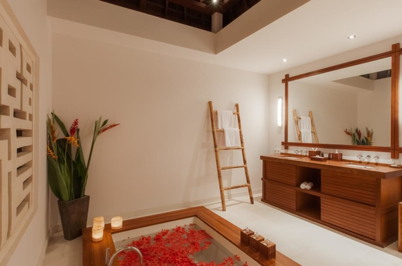 Bathtub with Rose Petals - Villa Beji - Canggu, Bali