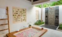 Semi Open Bathroom with Bathtub - Villa Beji - Canggu, Bali