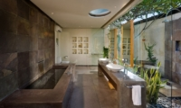 His and Hers Bathroom with Bathtub - Villa Belong Dua - Seseh, Bali