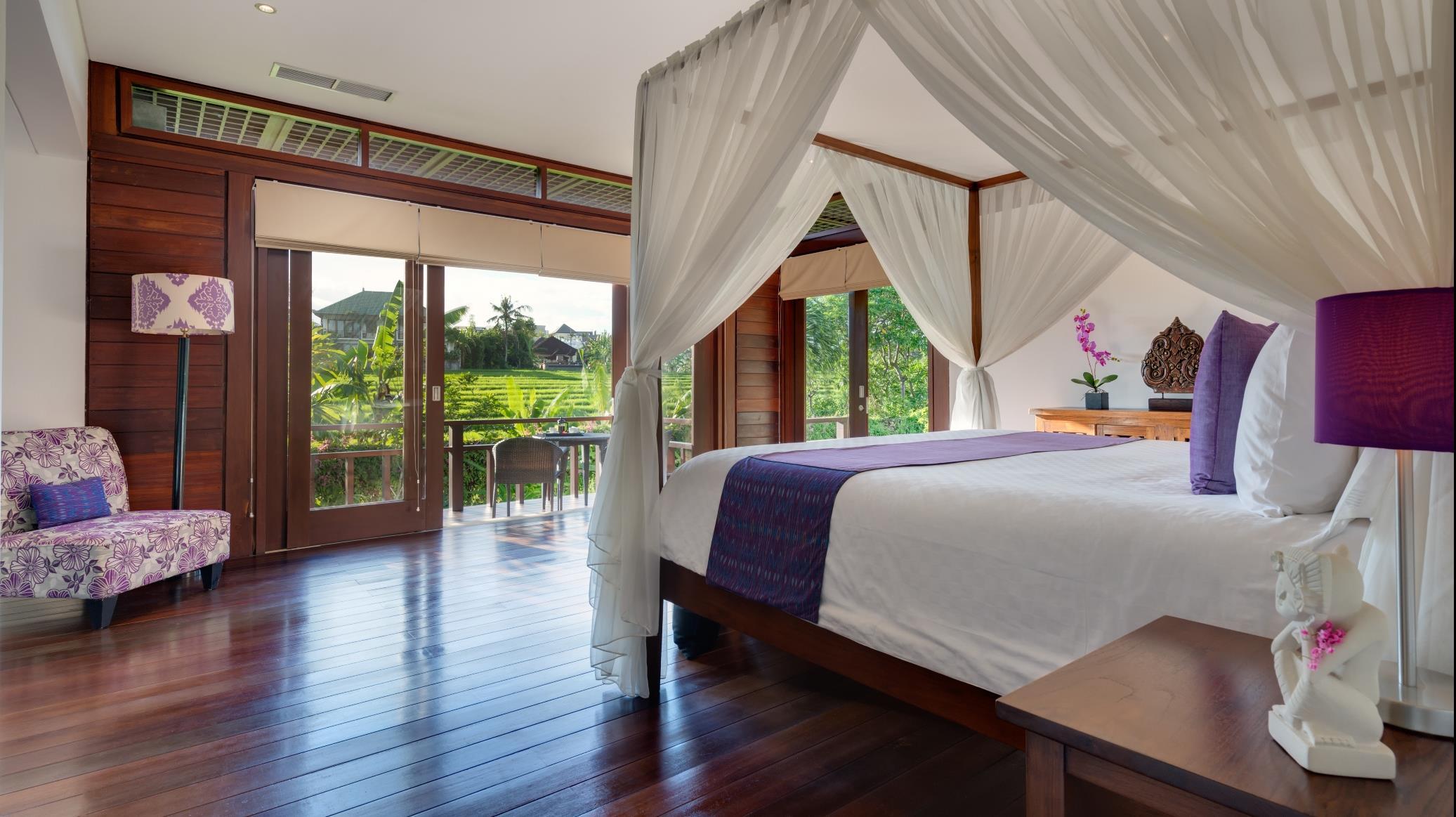 Bedroom and Balcony - Villa Bendega Nui - Canggu, Bali