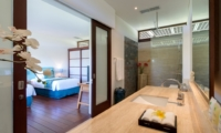 Twin Bedroom and En-Suite Bathroom - Villa Bendega Nui - Canggu, Bali