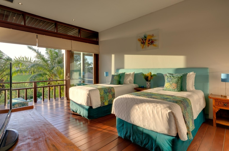 Twin Bedroom with Wooden Floor and View - Villa Bendega Nui - Canggu, Bali