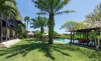 Gardens and Pool - Villa Bendega Nui - Canggu, Bali
