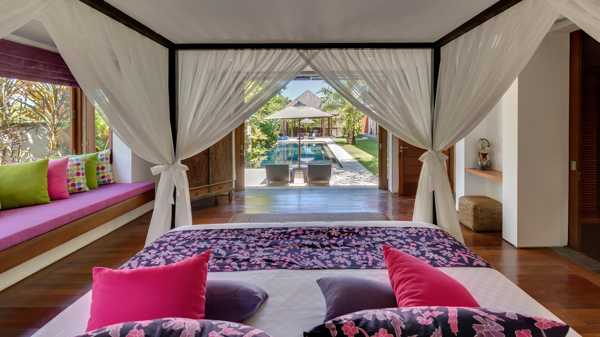 Bedroom with Pool View - Villa Bendega Rato - Canggu, Bali