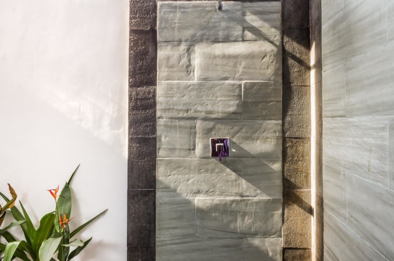 Bathroom with Shower - Villa Bewa - Seminyak, Bali