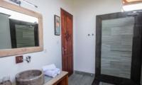 Bathroom with Mirror - Villa Bewa - Seminyak, Bali