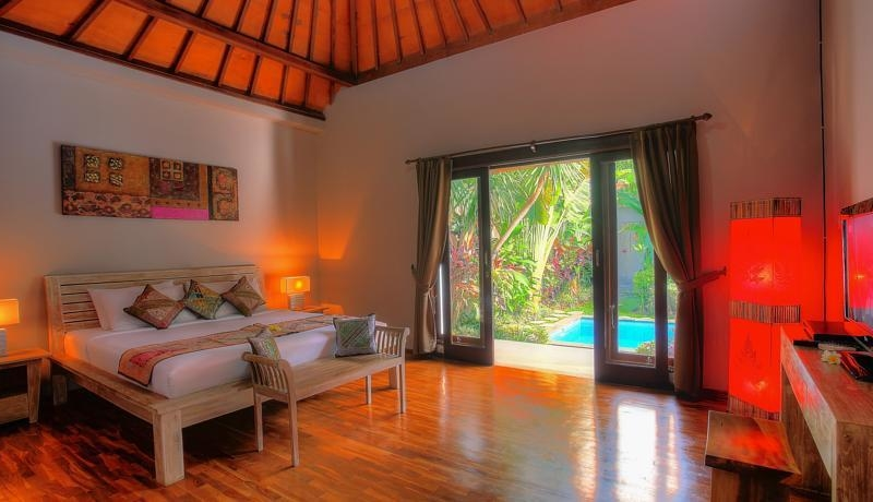 Bedroom with Wooden Floor - Villa Bisi - Seminyak, Bali