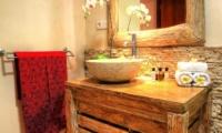 Bathroom with Mirror - Villa Bisi - Seminyak, Bali
