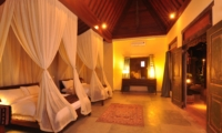 Spacious Bedroom with Twin Beds - Villa Bodhi - Ubud, Bali